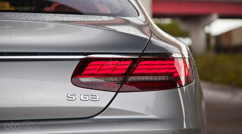 Đèn hậu xe Mercedes-AMG S 63 Coupe 2019.