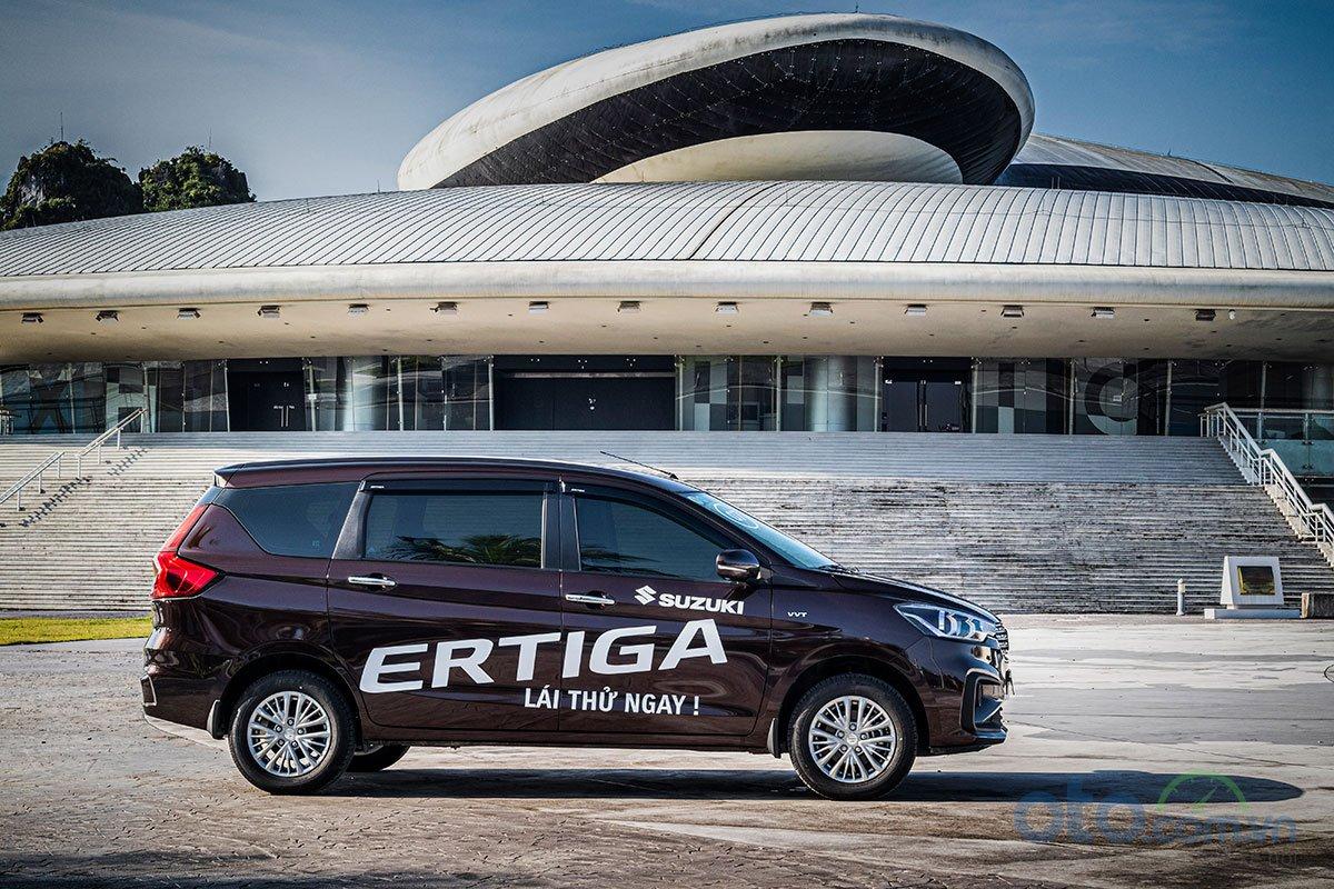 Đánh giá xe Suzuki Ertiga 2019: Thân xe được thiết kế nhiều đường nét góc cạnh hơn.