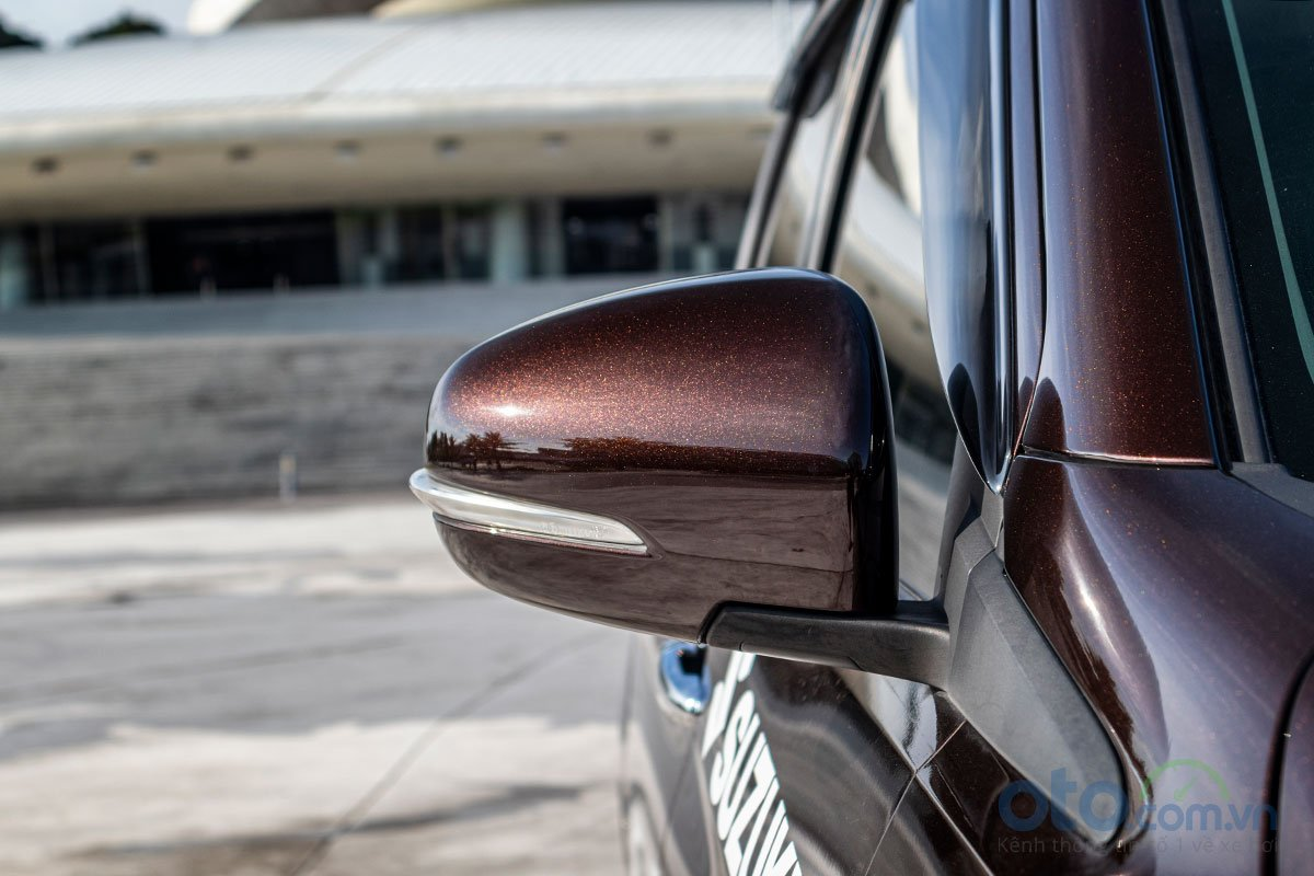 Đánh giá xe Suzuki Ertiga 2019: Gương chiếu hậu tích hợp đèn xi nhan.