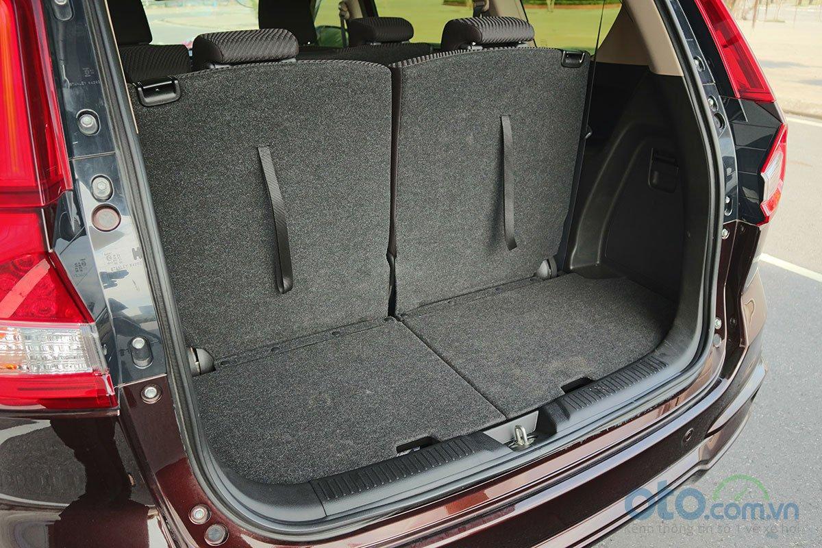 Đánh giá xe Suzuki Ertiga 2019: Khoang hành lý khi sử dụng 3 hàng ghế.