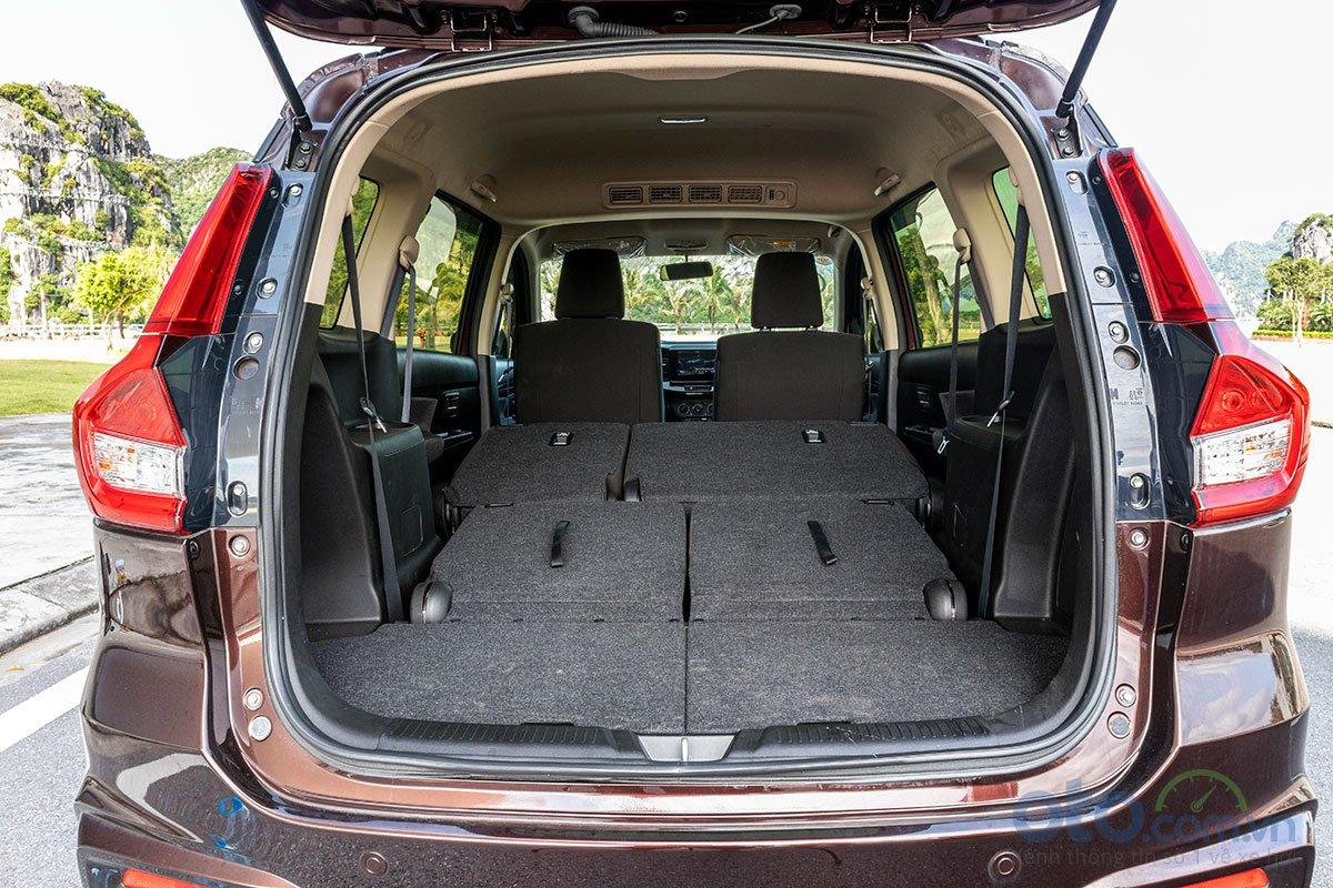 Đánh giá xe Suzuki Ertiga 2019: Khoang hành lý khi gập hàng ghế thứ 2.