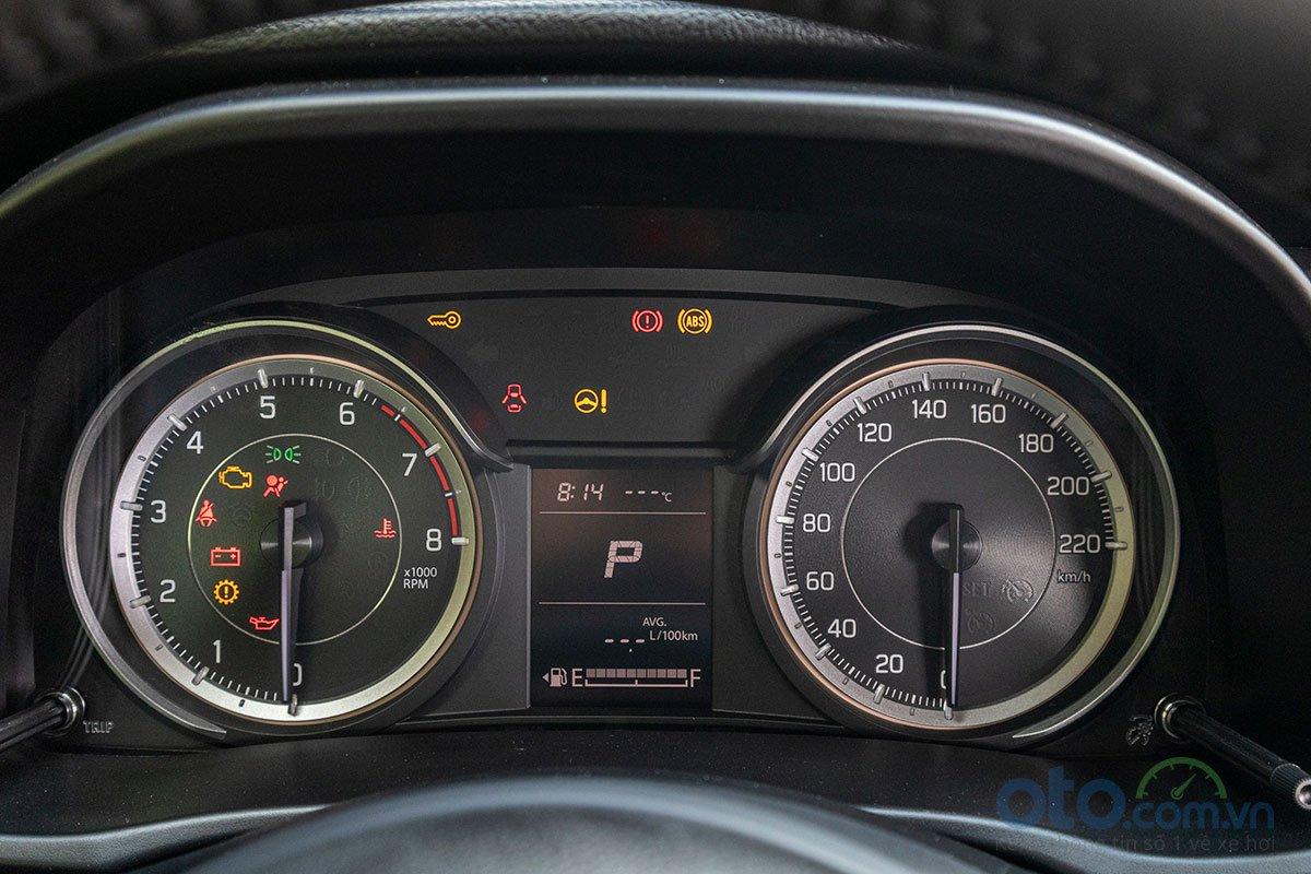 Đánh giá xe Suzuki Ertiga 2019: Cụm đồng hồ hiển thị các thông tin rõ ràng.