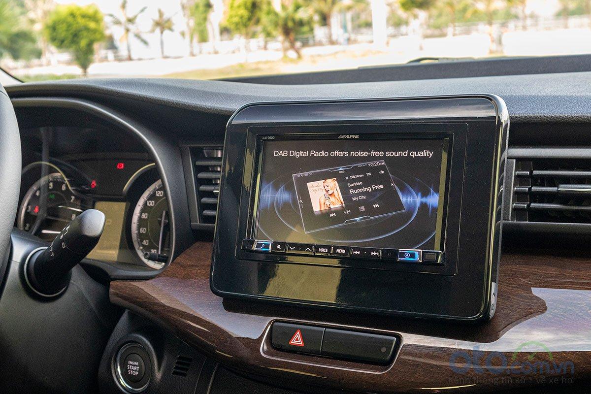Đánh giá xe Suzuki Ertiga 2019: Màn hình trung tâm cảm ứng 7 inch.