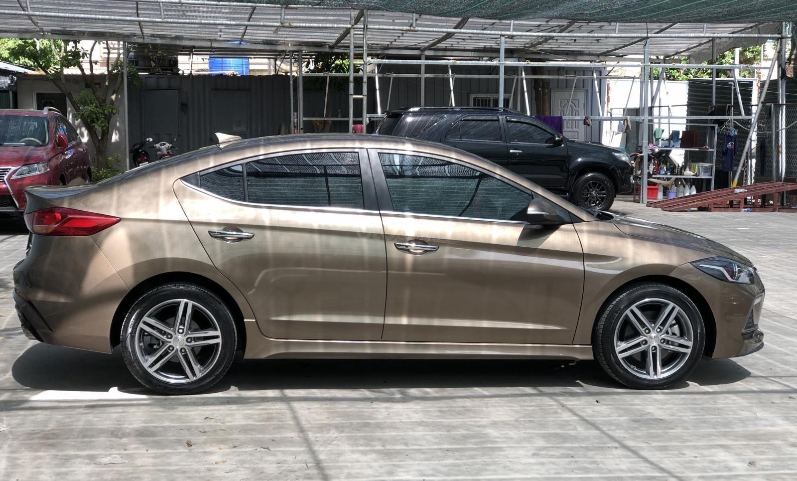 Cần bán Hyundai Elantra Tubor Sport 1.6 AT năm 2018, màu nâu (2)