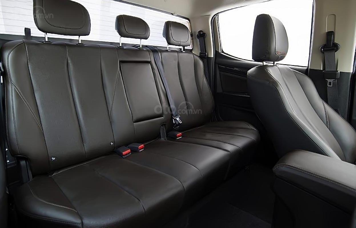 Bán xe Chevrolet Colorado High Country 2.5L 4x4 AT đời 2018, màu trắng, xe nhập (2)