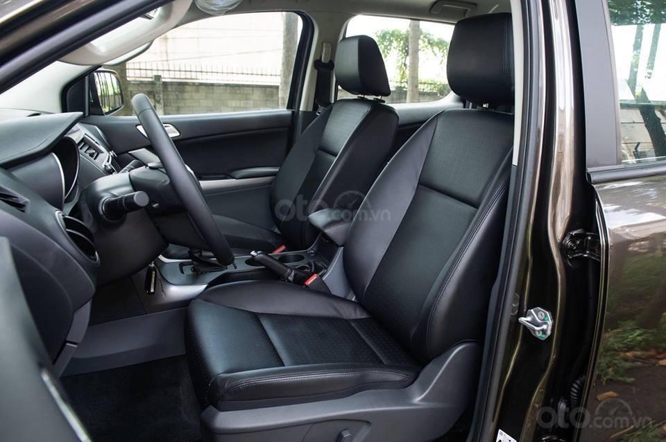 Bán Mazda BT 50 2.2 AT 4x2 đời 2018, màu xanh lam, xe nhập Thái, động cơ khung gầm Ford, giá tốt nhất phân khúc (4)