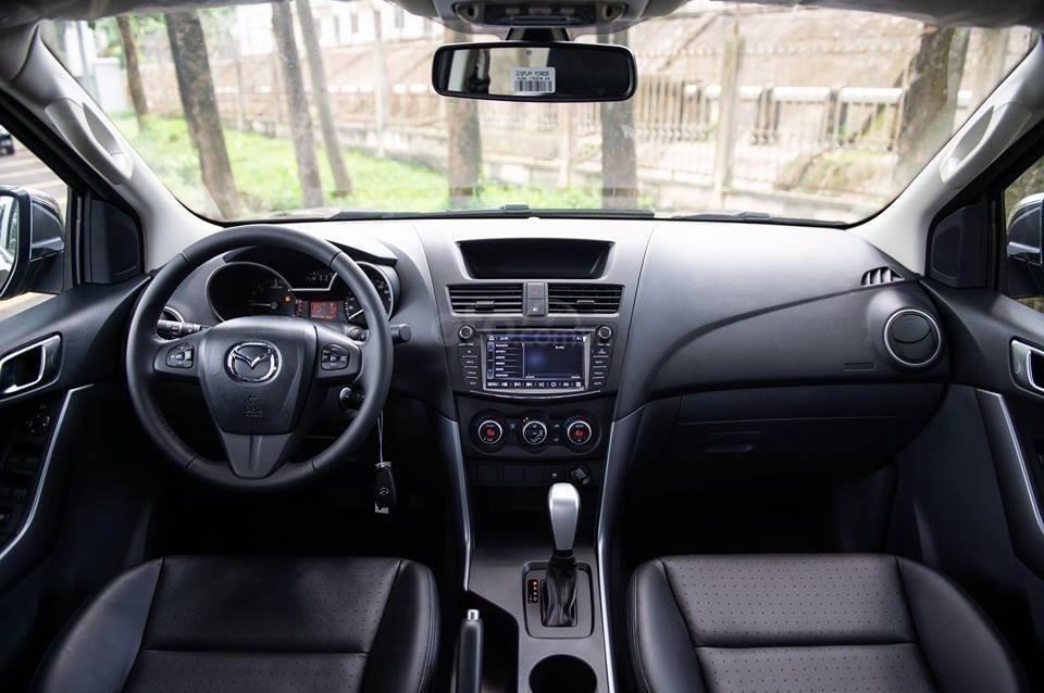 Bán Mazda BT 50 2.2 AT 4x2 đời 2018, màu xanh lam, xe nhập Thái, động cơ khung gầm Ford, giá tốt nhất phân khúc (6)