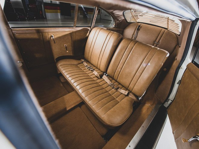 Porsche 356 bản Limousine của nhà sưu tập quá cố được bán đấu giá 5a