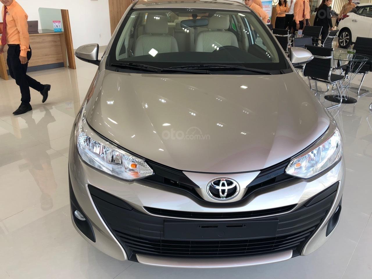 Toyota Vios 1.5E số sàn- màu nâu vàng, bán trả góp chỉ với 130tr nhận xe, lái suất vay 0% (1)
