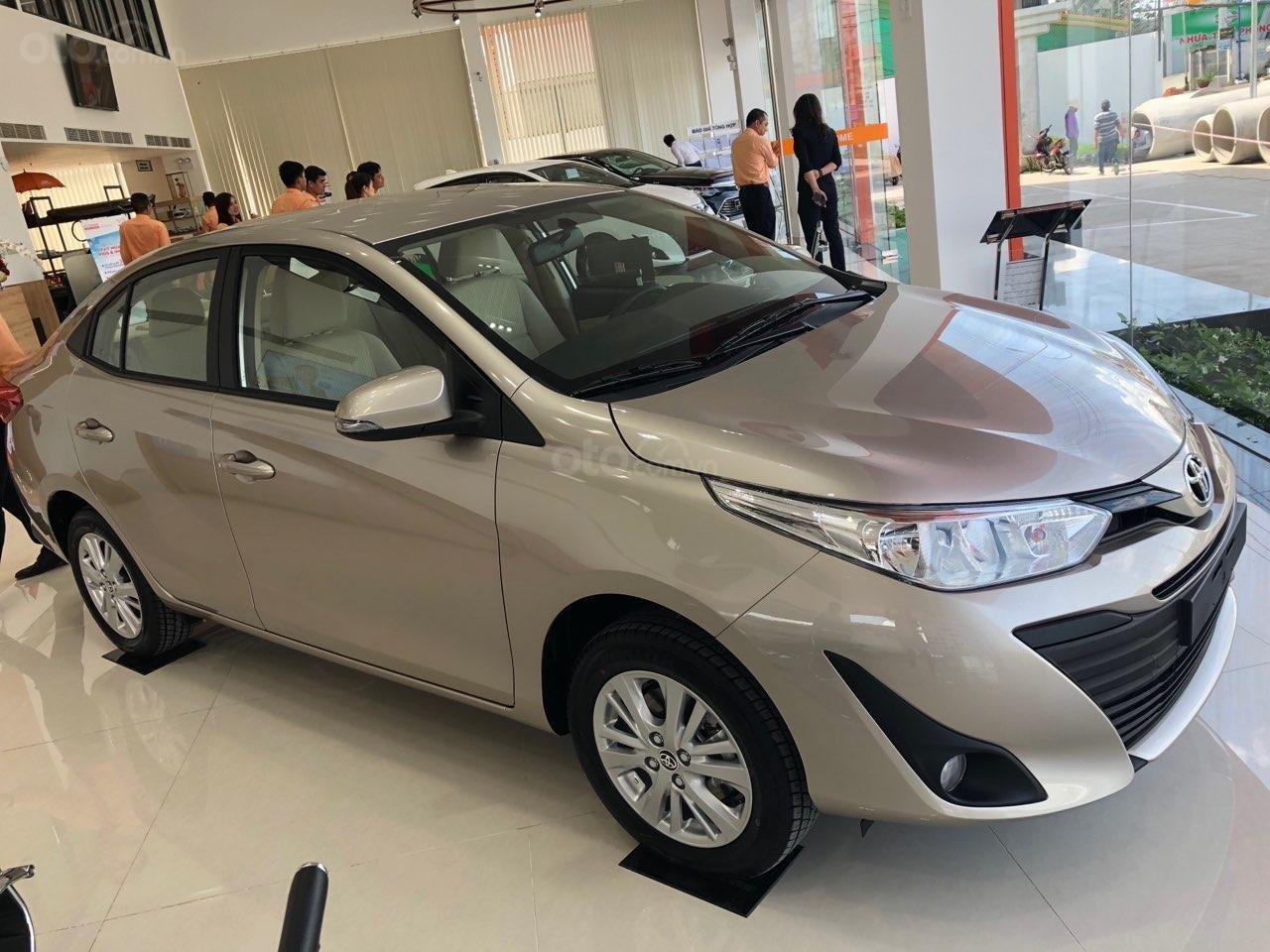 Toyota Vios 1.5E số sàn- màu nâu vàng, bán trả góp chỉ với 130tr nhận xe, lái suất vay 0% (2)
