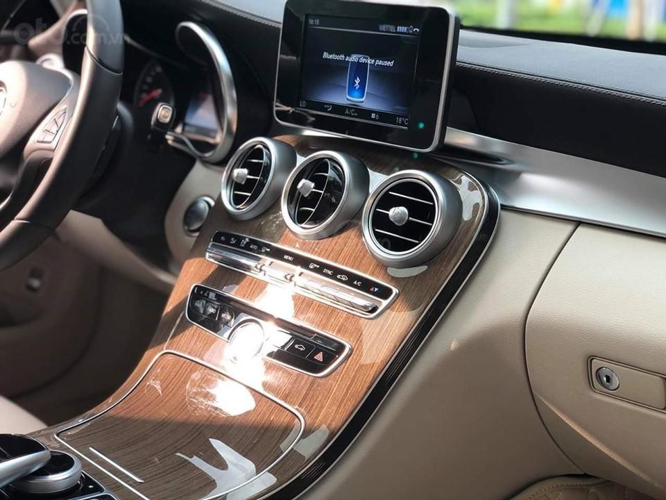 Mercedes C250 Exclusive màu trắng, sản xuất 2017 (7)