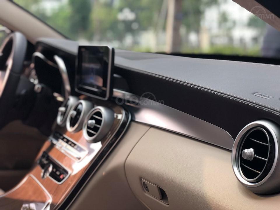 Mercedes C250 Exclusive màu trắng, sản xuất 2017 (10)