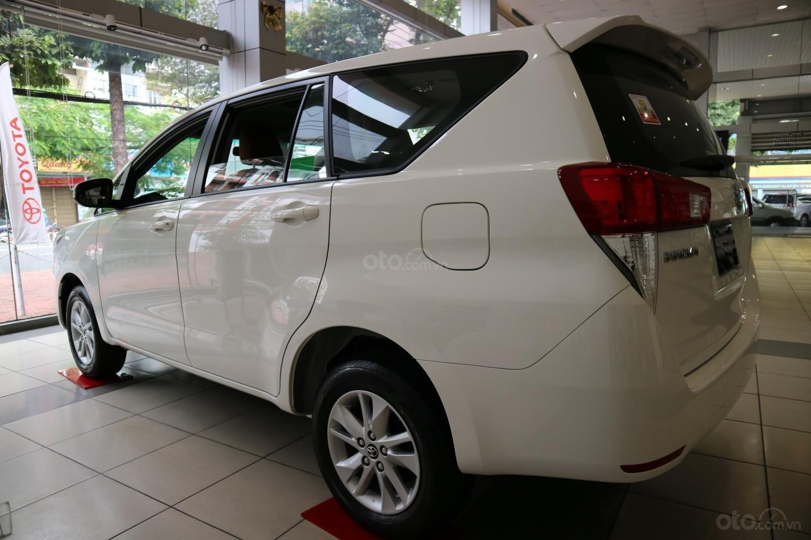 """Toyota Innova 2.0E MT khuyến mãi cực """" khủng"""" tại Toyota Lý Thường Kiệt, hỗ trợ góp 80% xe sẵn đủ màu giao ngay (6)"""
