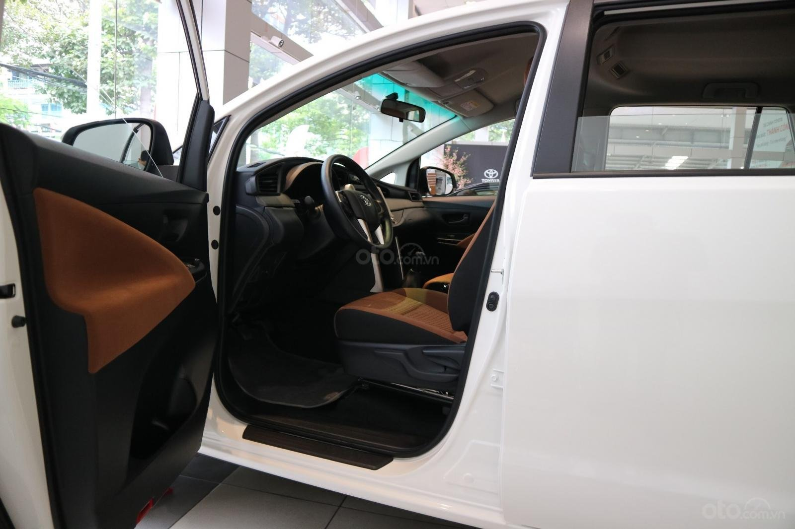 """Toyota Innova 2.0E MT khuyến mãi cực """" khủng"""" tại Toyota Lý Thường Kiệt, hỗ trợ góp 80% xe sẵn đủ màu giao ngay (8)"""