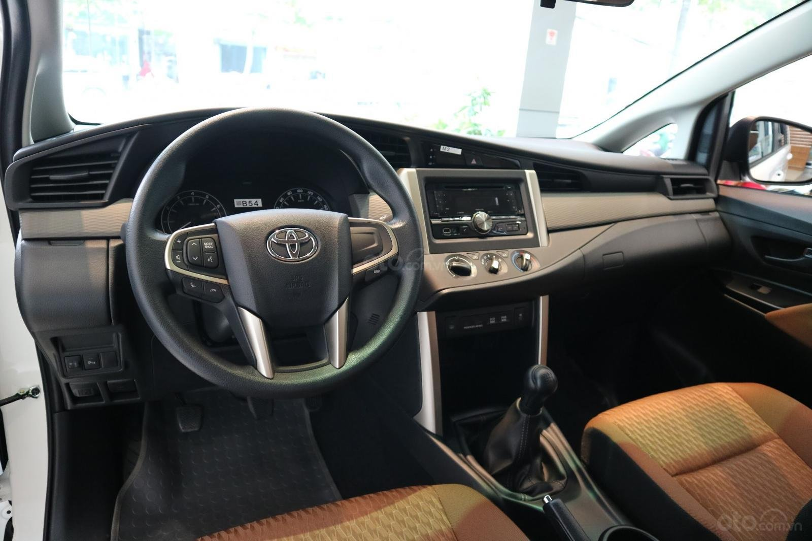 """Toyota Innova 2.0E MT khuyến mãi cực """" khủng"""" tại Toyota Lý Thường Kiệt, hỗ trợ góp 80% xe sẵn đủ màu giao ngay (9)"""