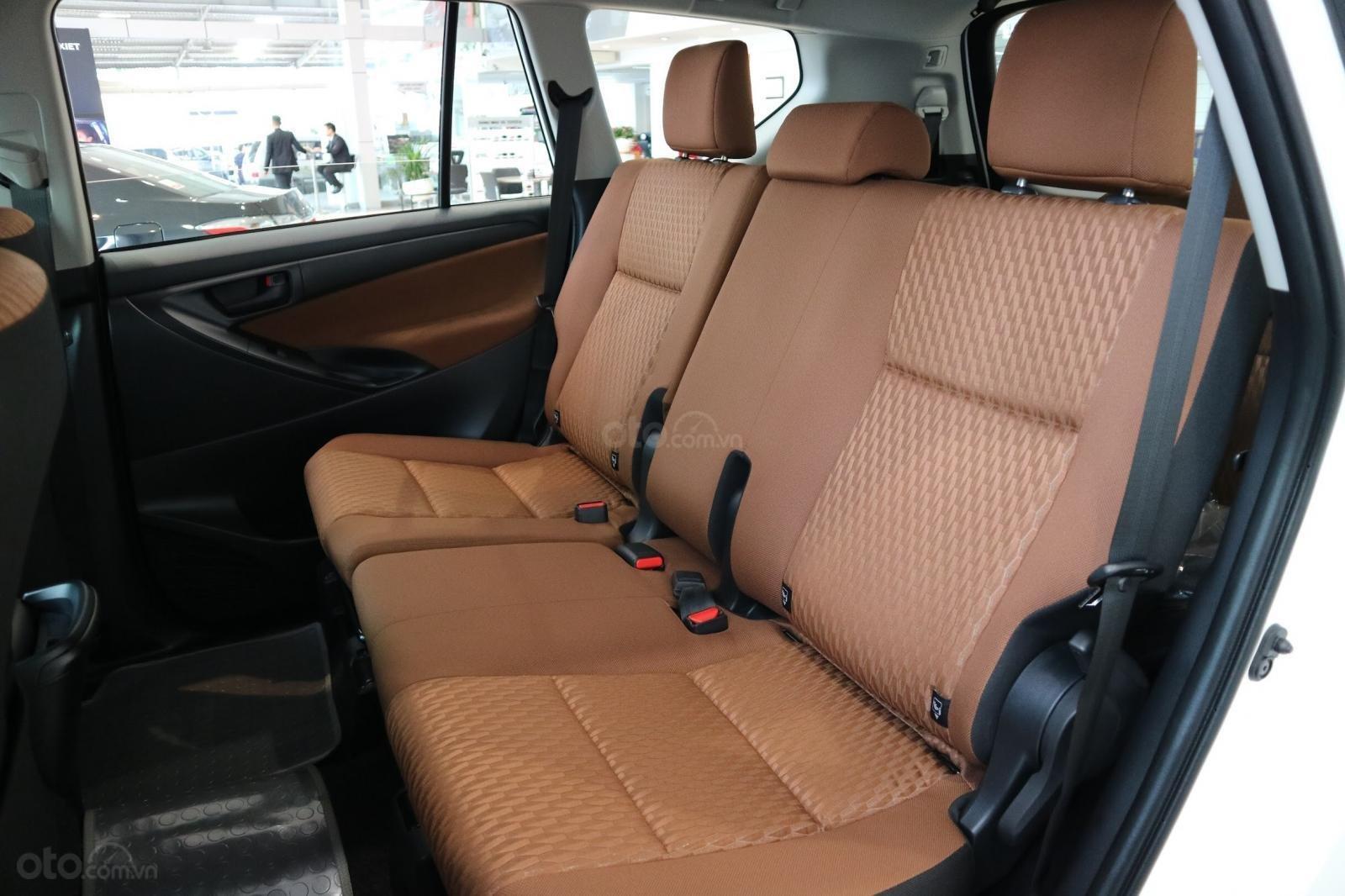 """Toyota Innova 2.0E MT khuyến mãi cực """" khủng"""" tại Toyota Lý Thường Kiệt, hỗ trợ góp 80% xe sẵn đủ màu giao ngay (10)"""