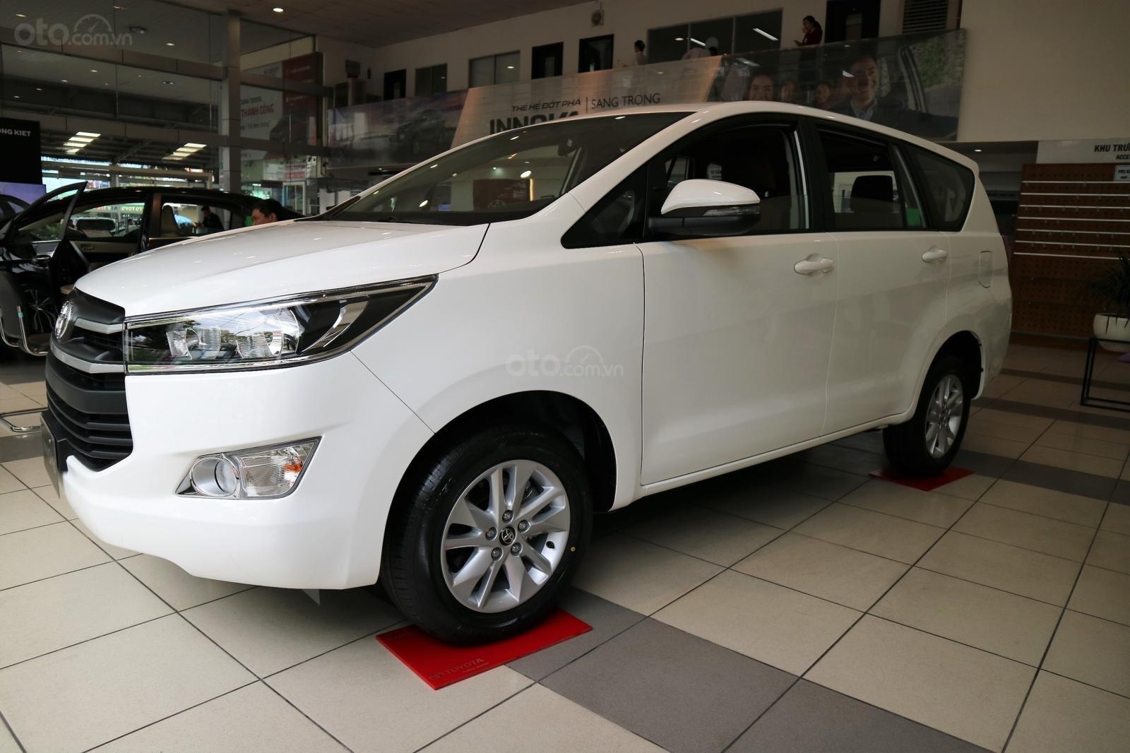 """Toyota Innova 2.0E MT khuyến mãi cực """" khủng"""" tại Toyota Lý Thường Kiệt, hỗ trợ góp 80% xe sẵn đủ màu giao ngay (14)"""