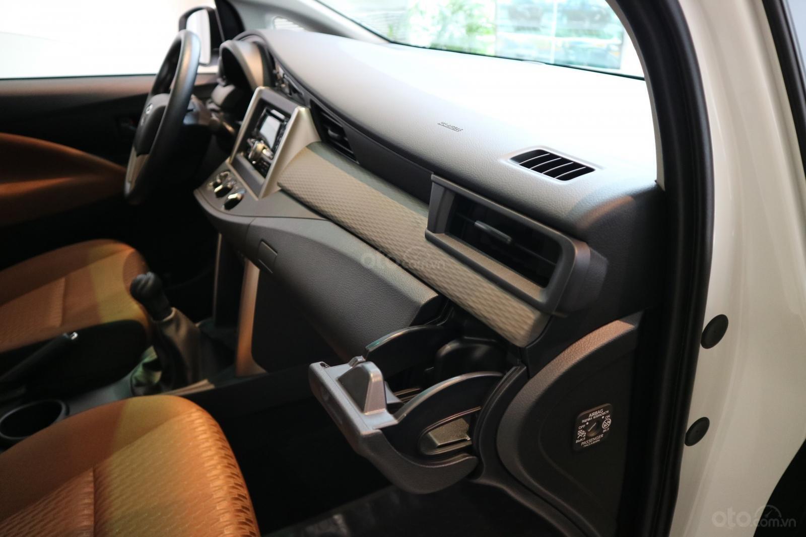"""Toyota Innova 2.0E MT khuyến mãi cực """" khủng"""" tại Toyota Lý Thường Kiệt, hỗ trợ góp 80% xe sẵn đủ màu giao ngay (15)"""