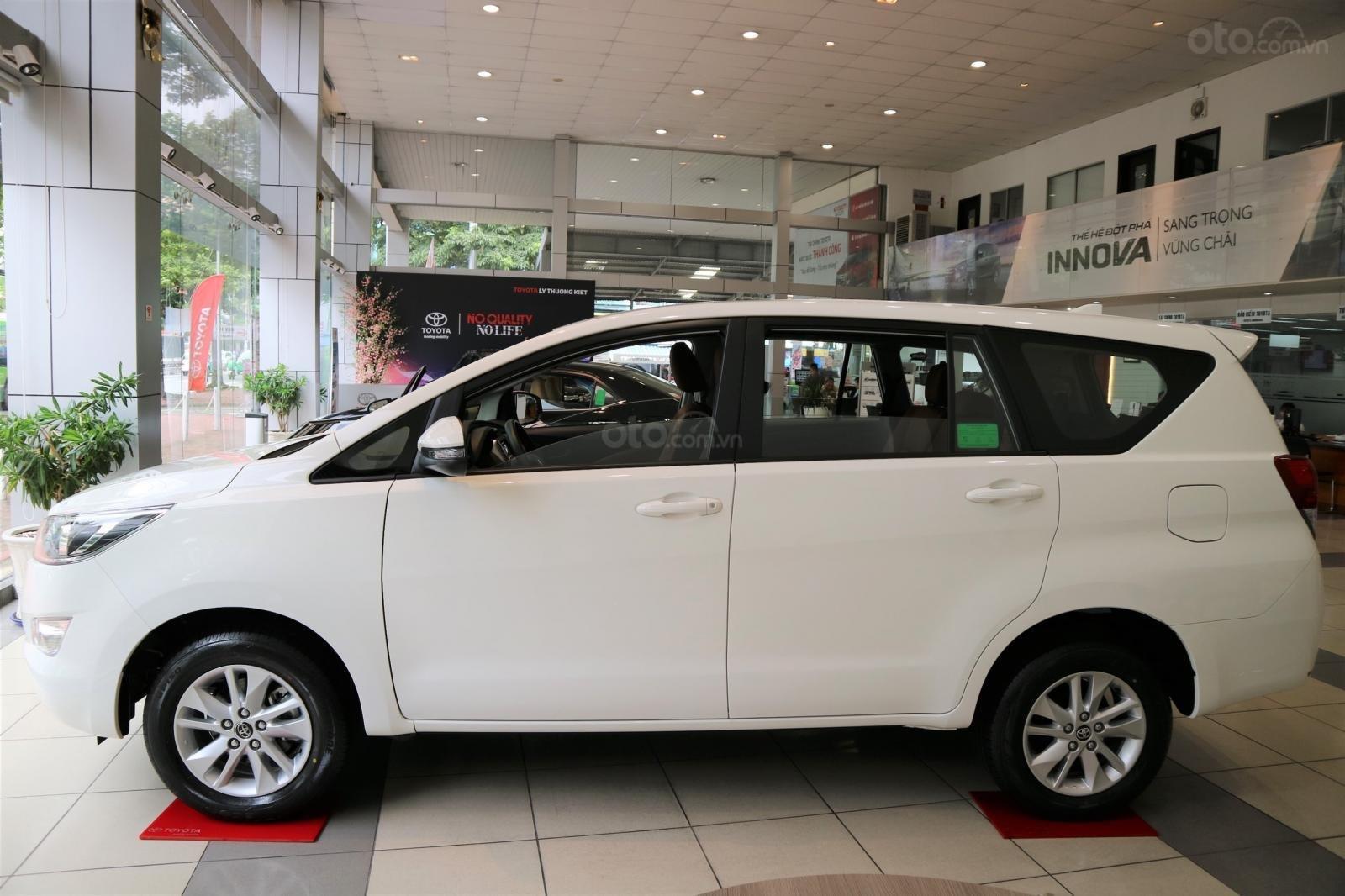 """Toyota Innova 2.0E MT khuyến mãi cực """" khủng"""" tại Toyota Lý Thường Kiệt, hỗ trợ góp 80% xe sẵn đủ màu giao ngay (1)"""