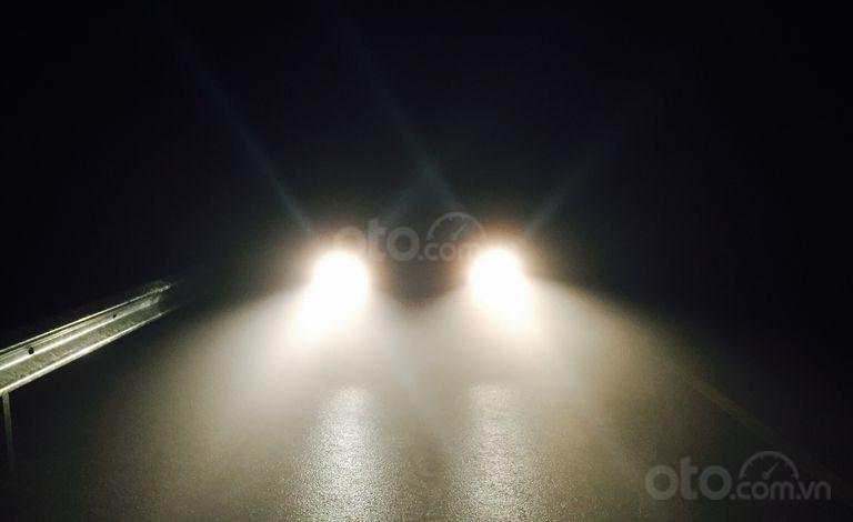 Những điều nên và không nên làm khi lái xe buổi tối.