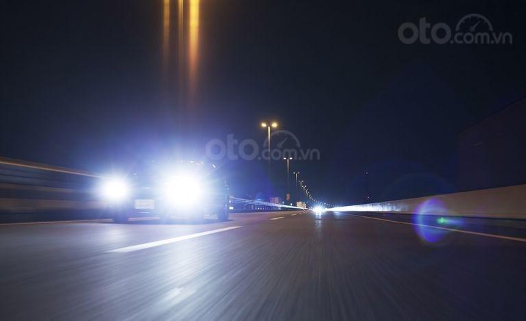 Đèn pha buổi tối