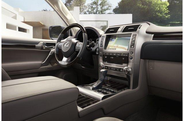Bảng táp-lô của Lexus GX 2020.