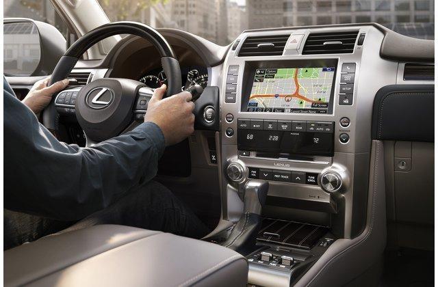 Bảng táp-lô xe Lexus GX 2020.