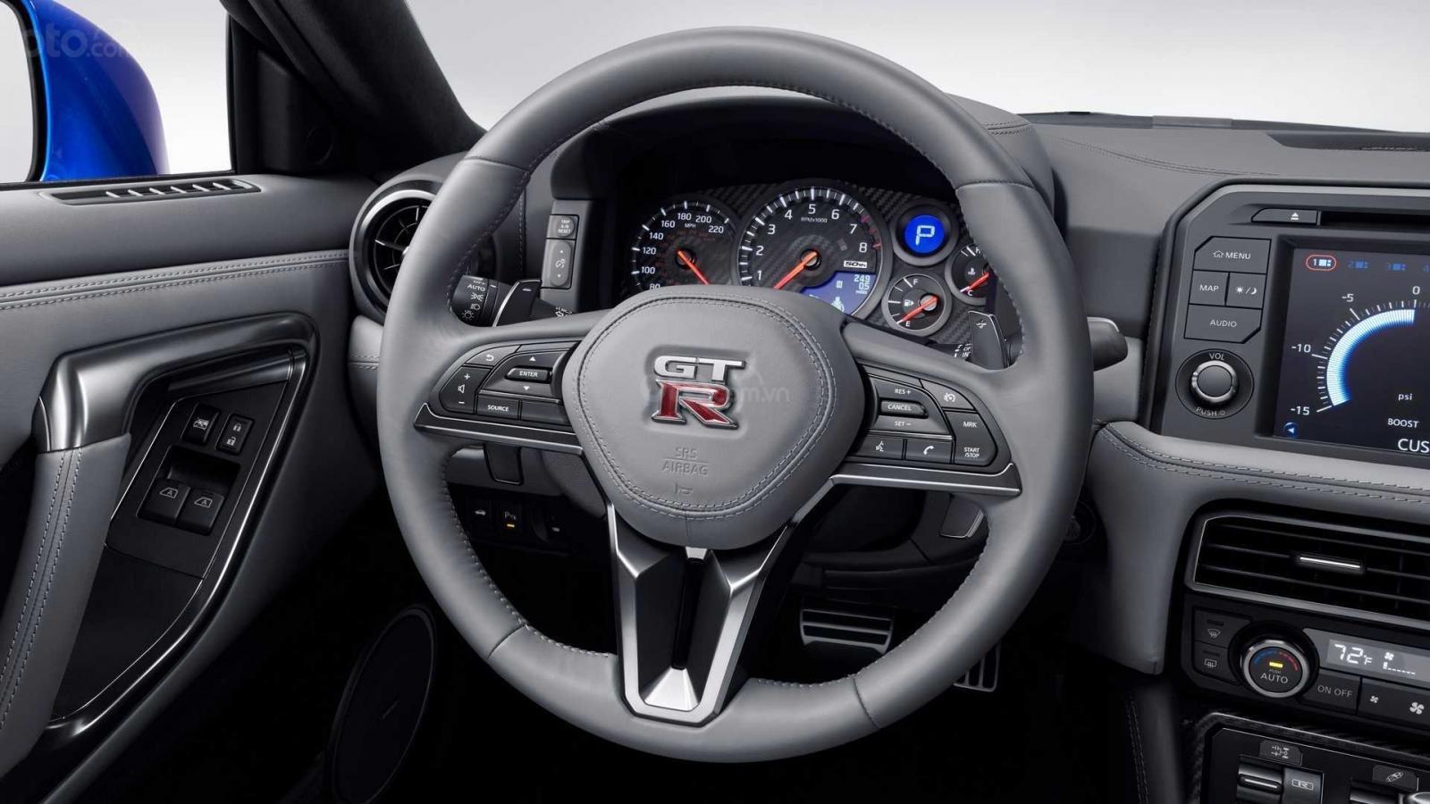 Nissan GT-R 2020 bản cao cấp với hiệu suất cao
