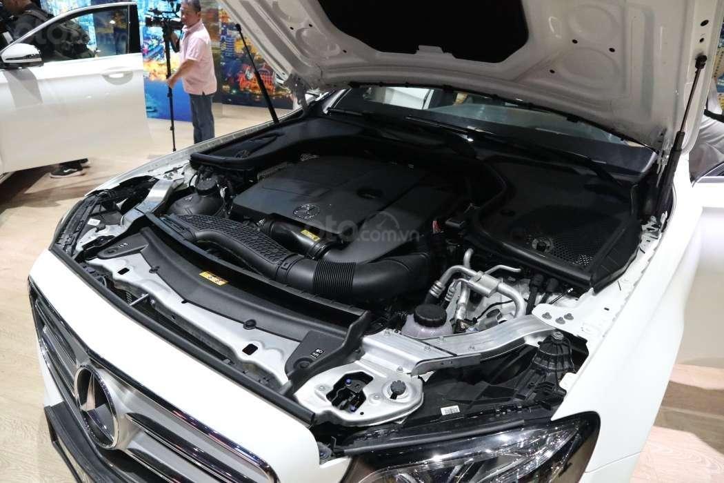Mercedes-Benz E 200 Sport sở hữu động cơ mạnh mẽ