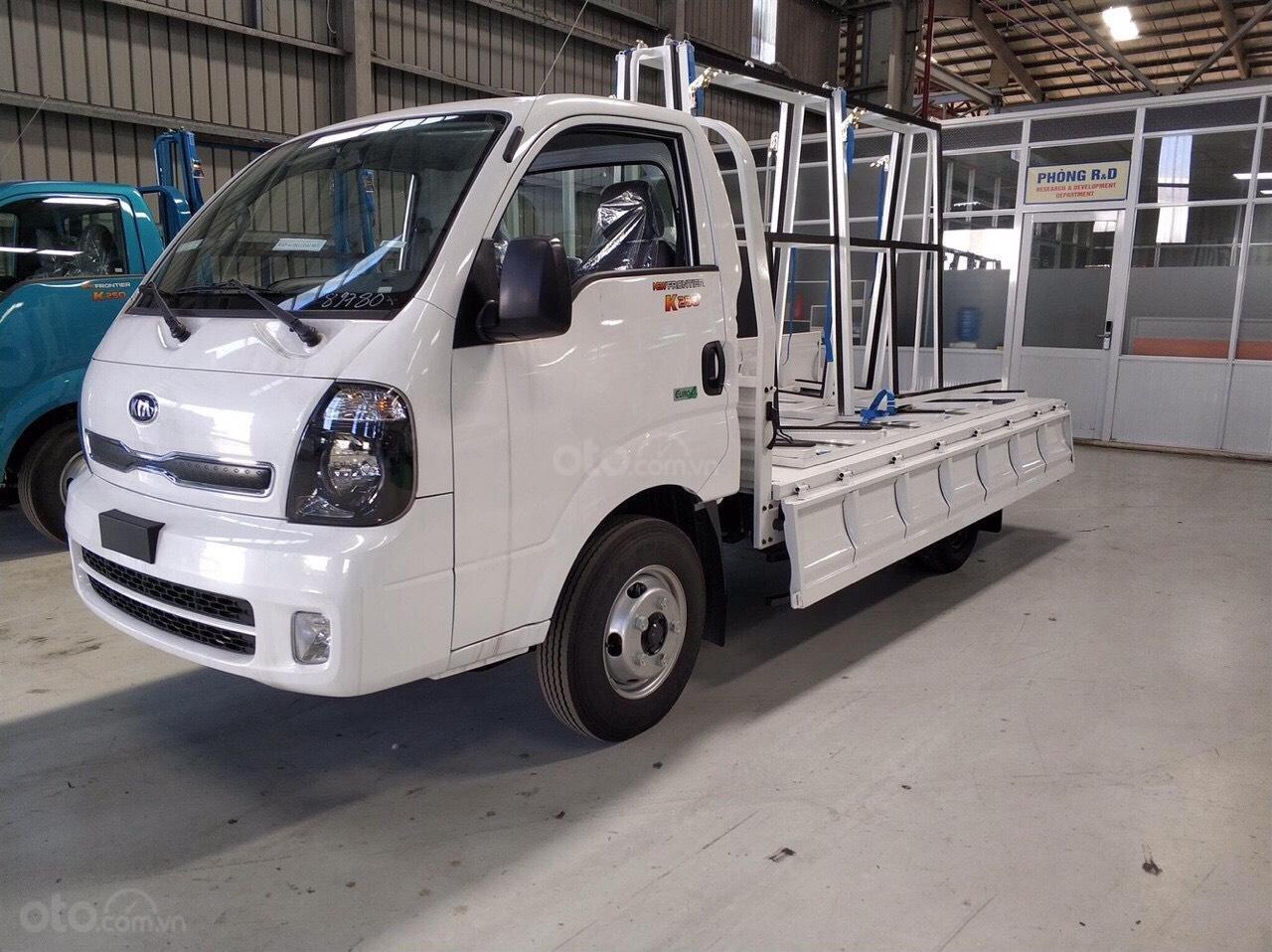 Thaco Bình Dương bán xe tải 2,5 tấn Kia K250, động cơ Hyundai đời 2019, thùng cải tạo chở kính - LH: 0944.813.912-1