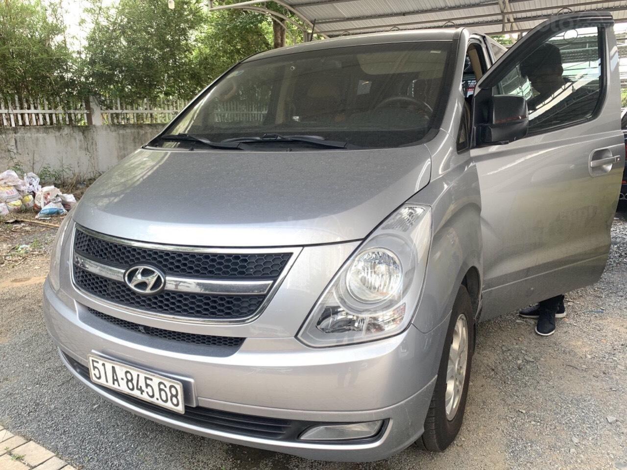 Cần bán Hyundai Stares sản xuất 2014, xe nhà trùm mềm zin 67000 km (1)