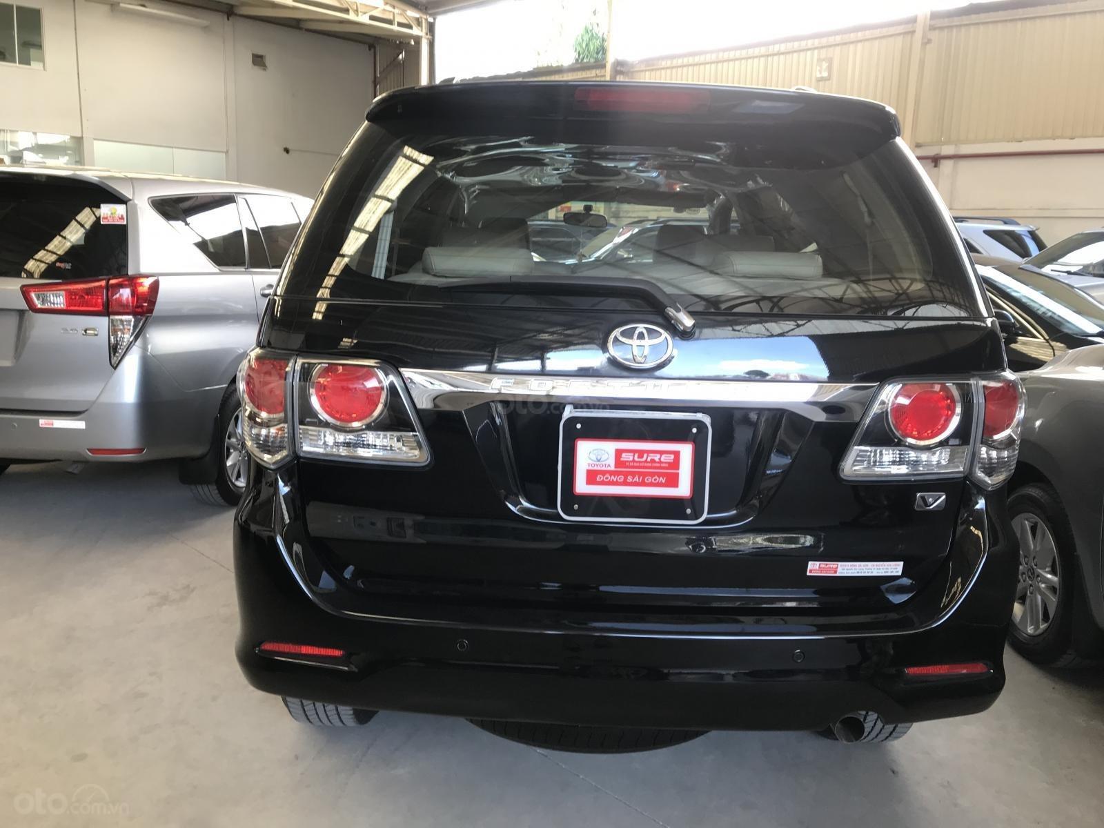 Bán xe Toyota Fortuner V đời 2016, màu đen số tự động-1