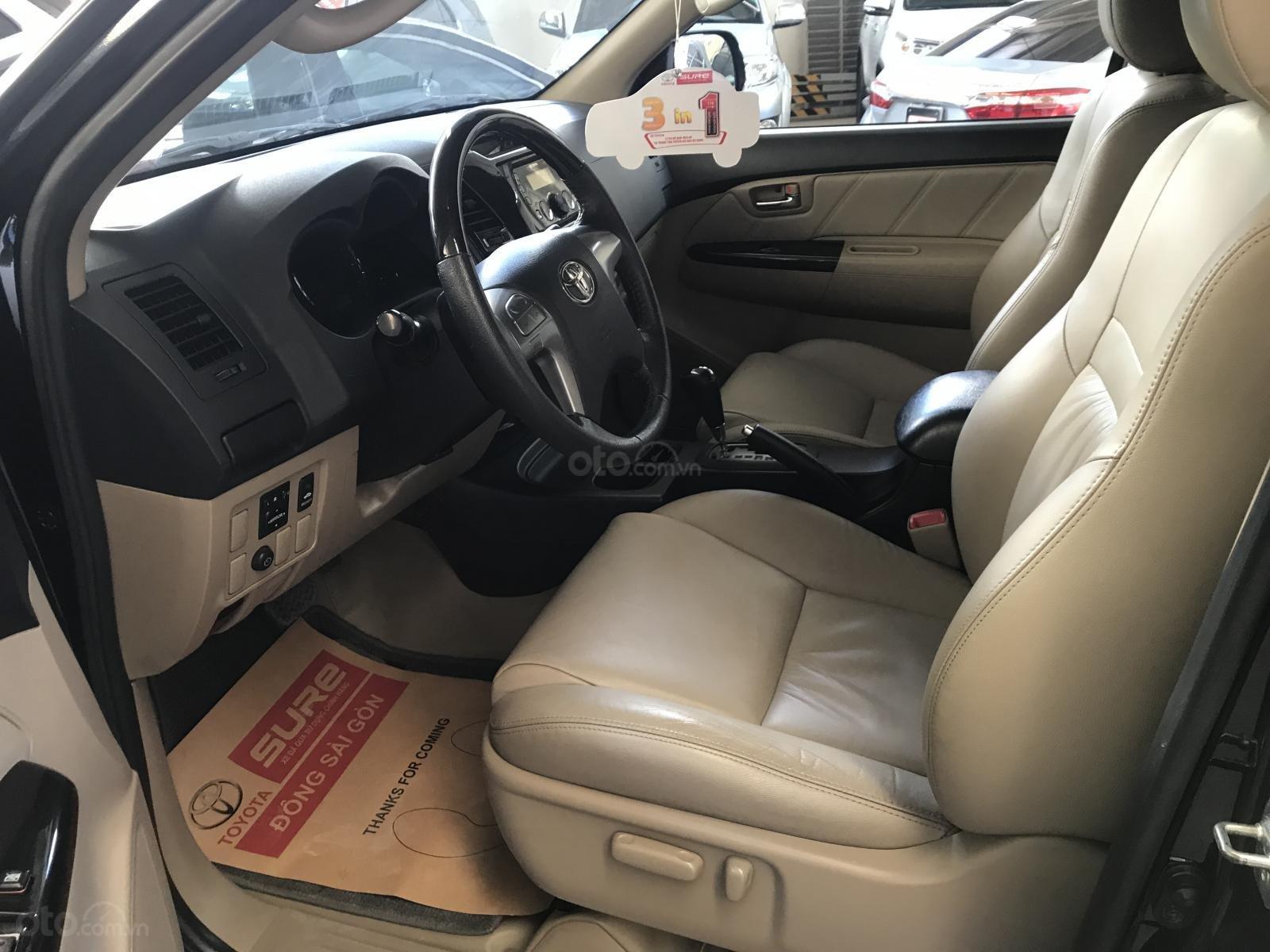 Bán xe Toyota Fortuner V đời 2016, màu đen số tự động-7