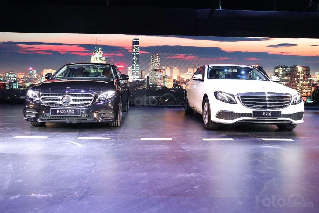 Giá lăn bánh xe Mercedes-Benz E-Class 2019 mới ra mắt khách Việt 4a