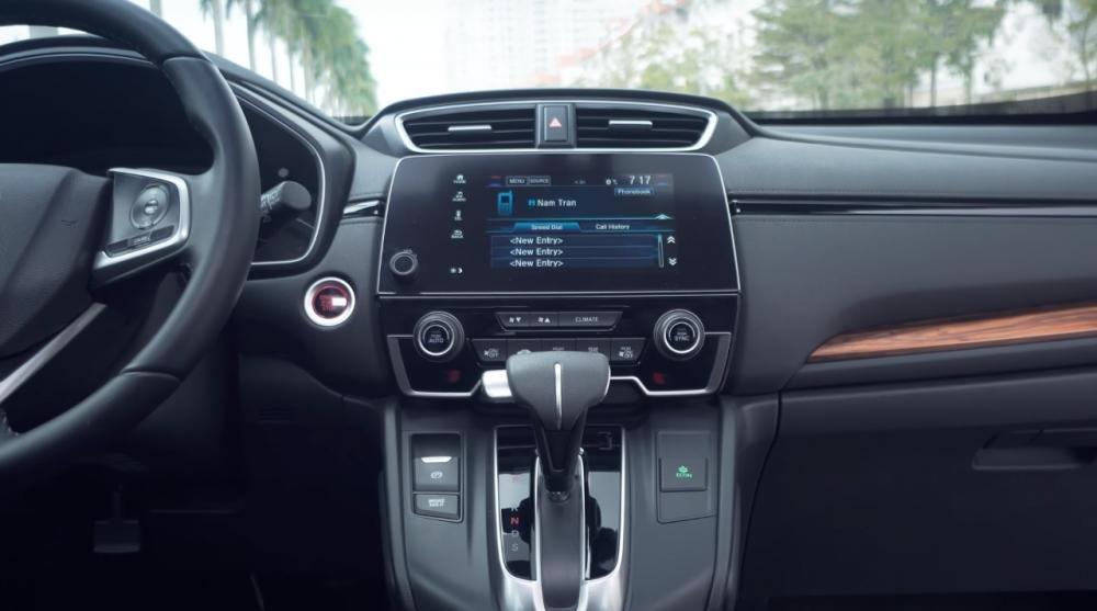 So sánh xe Mazda CX-8 2019 và Honda CR-V 2019 về trang bị tiện nghi.