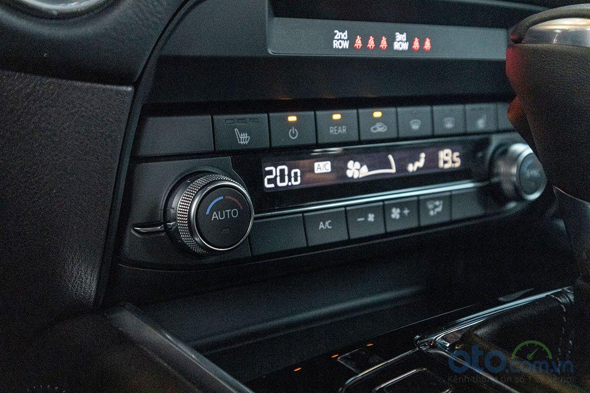 So sánh xe Mazda CX-8 2019 và Honda CR-V 2019 về trang bị tiện nghi 3