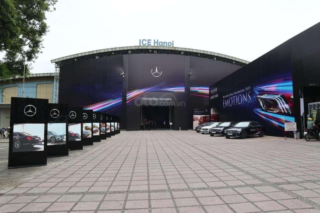 Mercedes-Benz E-Class thêm phiên bản, giá mới hơn 2 tỷ đồng ra mắt - Ảnh 1.