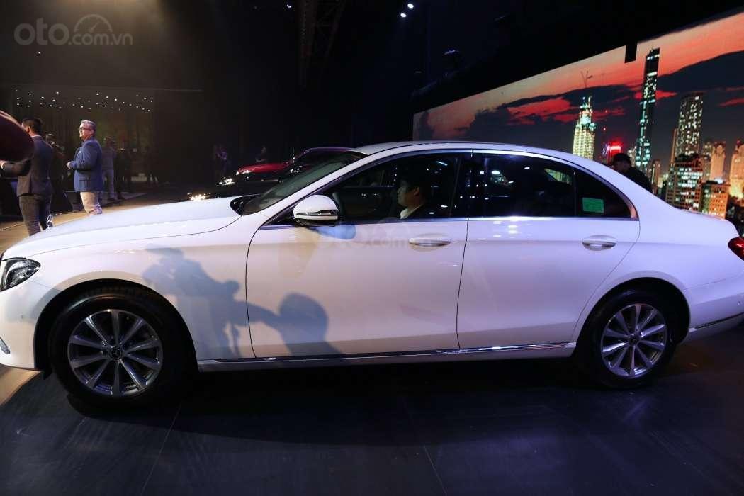 Một số hình ảnh của 3 phiên bảnMercedes-Benz E-Class - Ảnh 1.