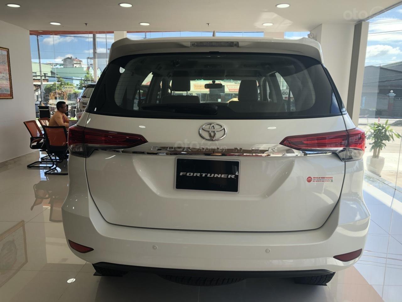 Bán Toyota Fortuner 2.4G số tự động, máy dầu, màu trắng ngọc trai, vay 85%, trả 250tr nhận ngay xe (3)