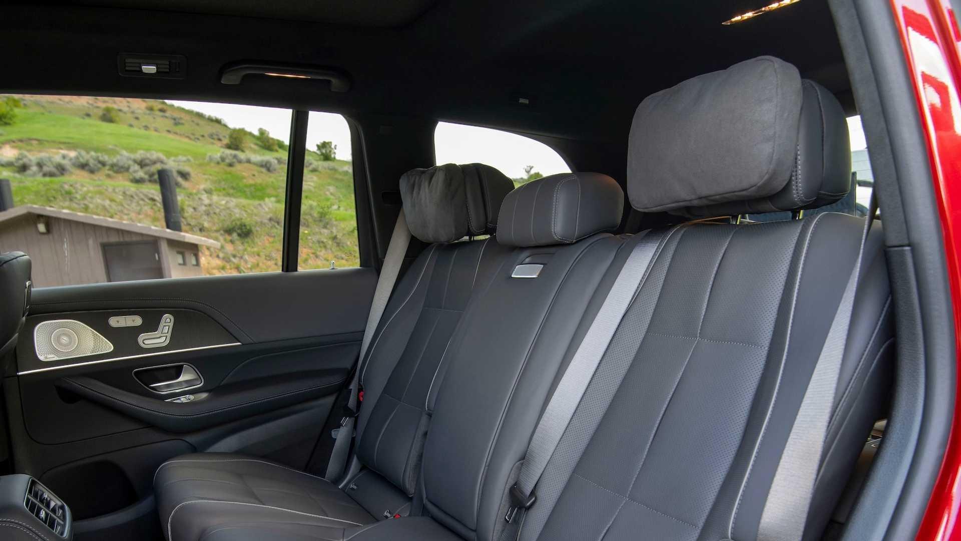 Hàng ghế hai trên Mercedes-Benz GLS-Class 2020 thế hệ mới.