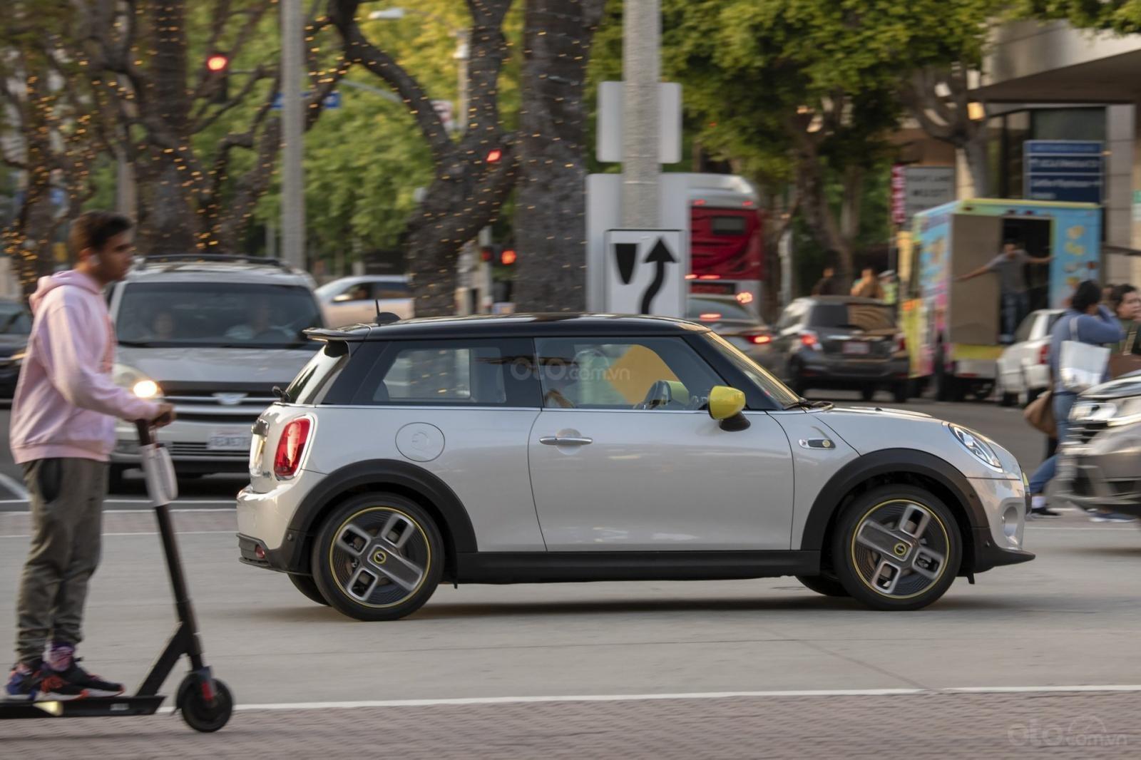 MINI Cooper SE thừa hưởng kiểu cách đặc trưng