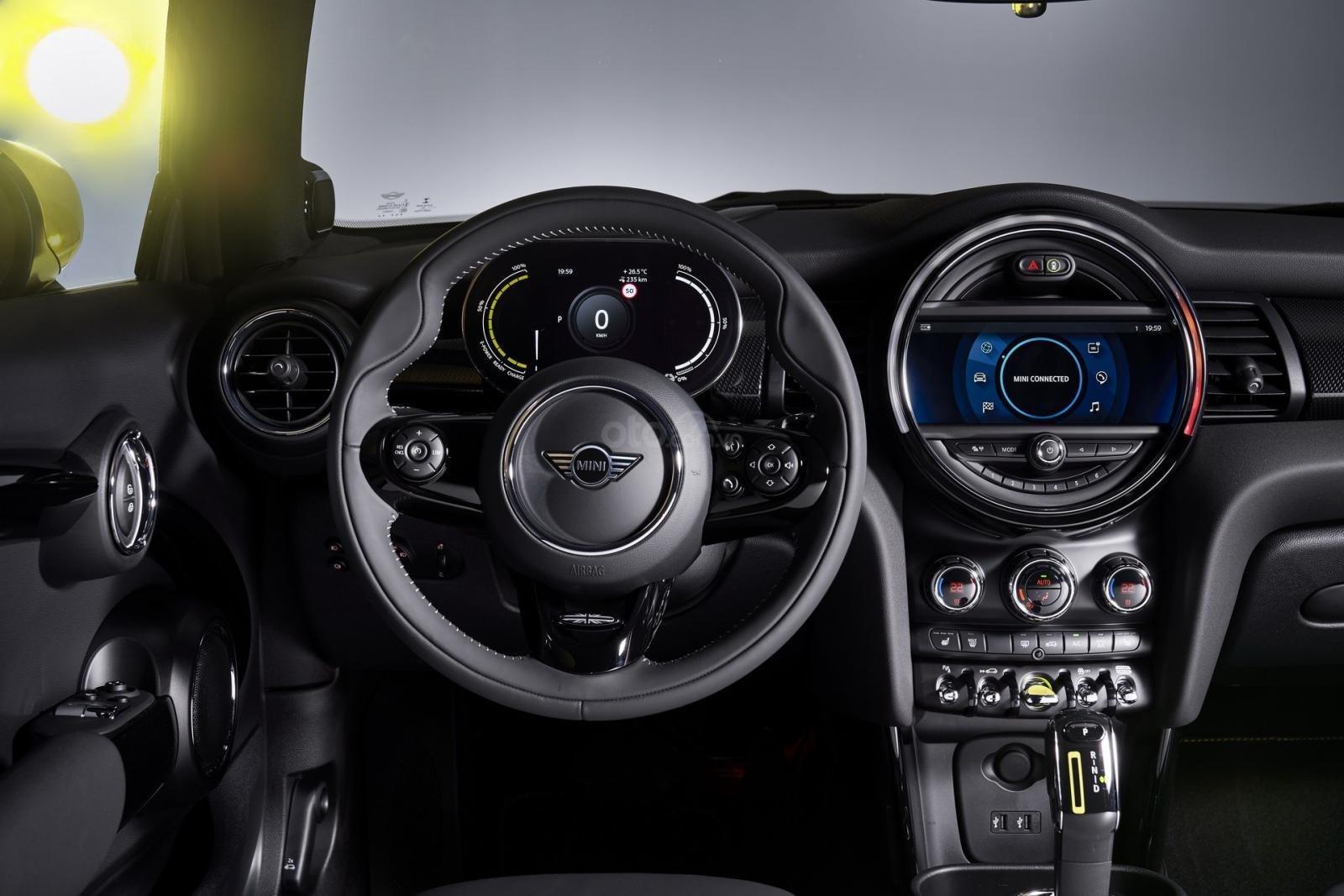 MINI Cooper SE tích hợp các tinh túy của thiết kế nội thất