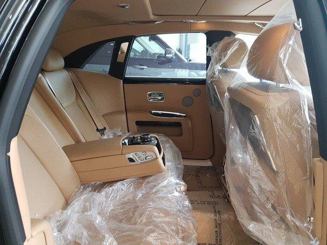 Rolls-Royce Ghost Series II cũ giá 20 tỷ đồng sau 4 năm sử dụng a11