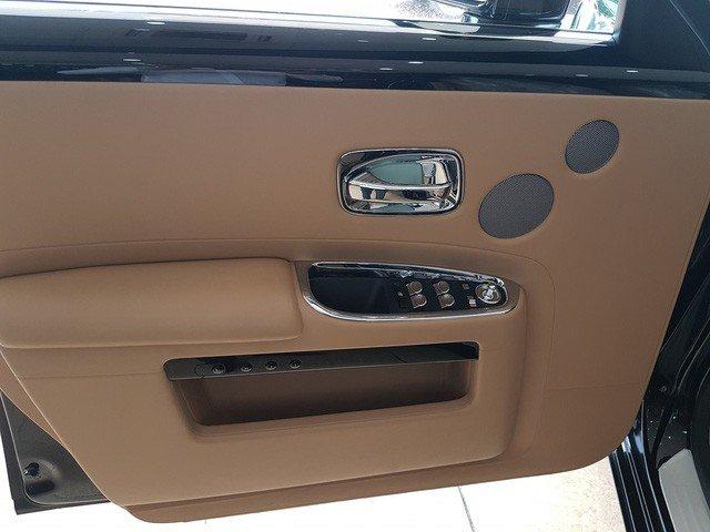 Rolls-Royce Ghost Series II cũ giá 20 tỷ đồng sau 4 năm sử dụng a7