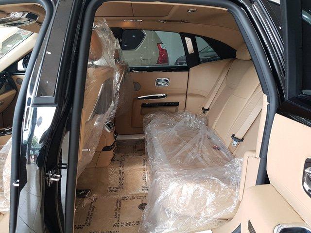 Rolls-Royce Ghost Series II cũ giá 20 tỷ đồng sau 4 năm sử dụng a10