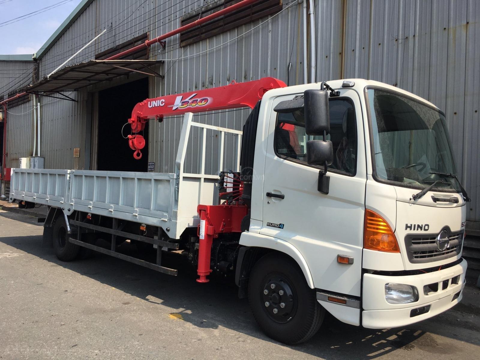 LH: 0901 47 47 38 - Xe tải cẩu Hino 5 tấn, thùng 6.1m, cẩu Unic mới 100% (1)