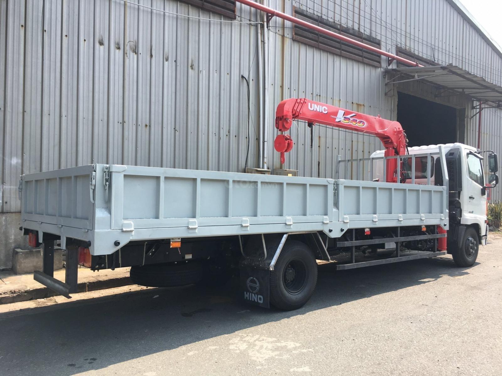 LH: 0901 47 47 38 - Xe tải cẩu Hino 5 tấn, thùng 6.1m, cẩu Unic mới 100% (3)