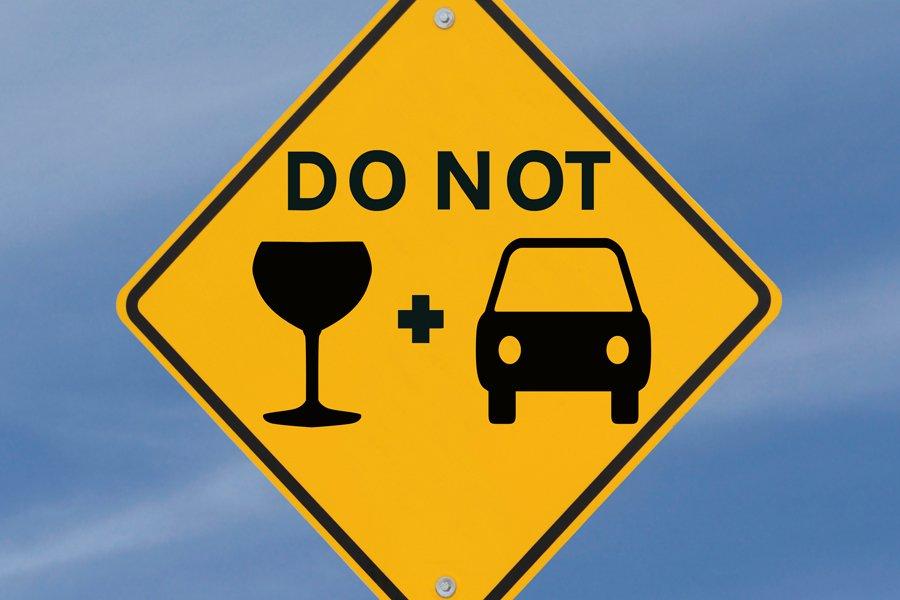 Không uống rượu lúc lái xe.