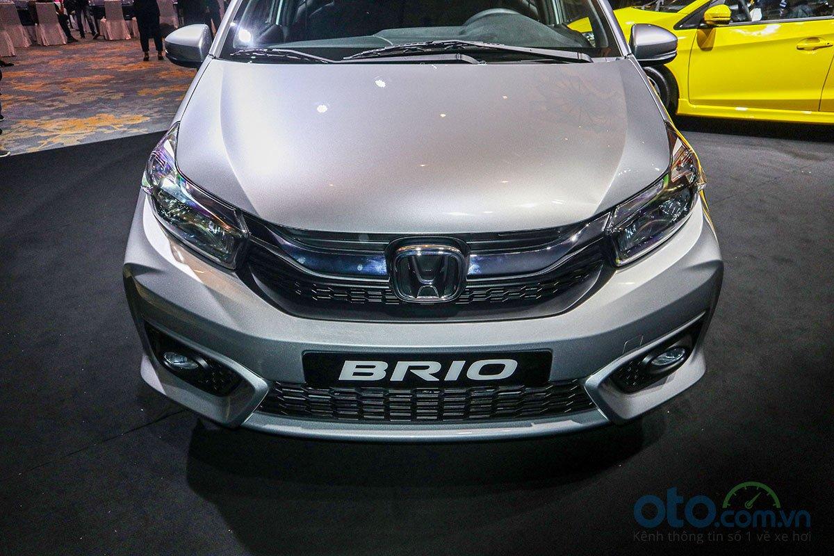 Đánh giá xe Honda Brio 2019: Phiên bản G lưới tản nhiệt được mạ crôm.