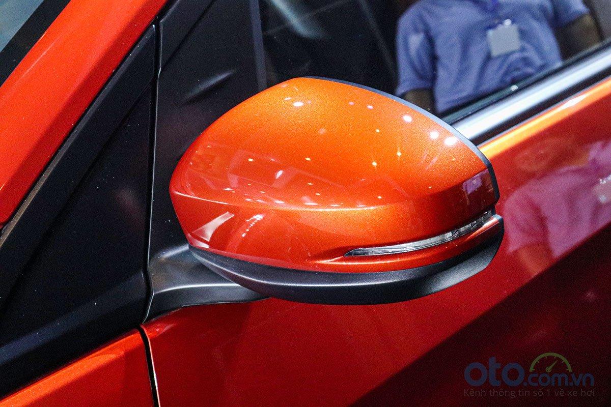 Đánh giá xe Honda Brio 2019: Gương chiếu hậu trên phiên bản RS sẽ được tích hợp xi nhan.